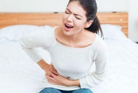 Лечение ноющей боли в правом подреберье у женщин