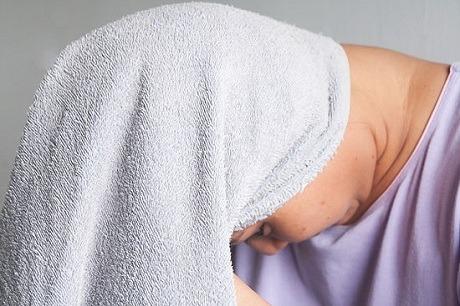 Растирание головы полотенцем
