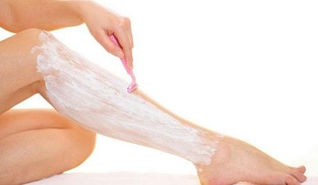 Бритье волос на ногах у женщин