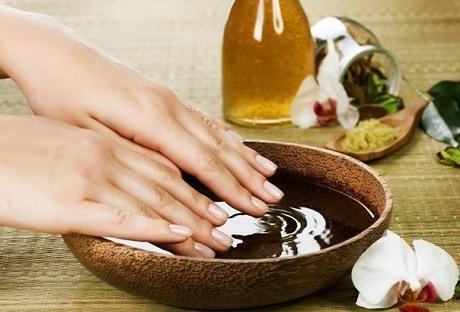 Масляные ванночки против ломкости ногтей