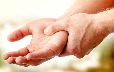 Что делать если немеют руки