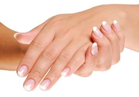 Трескается кожа между пальцами на руках