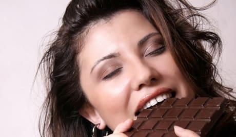 Повышает настроение шоколад